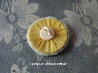 アンティーク 小さなパフ 黄色のシルク布 & セルロイドの持ち手