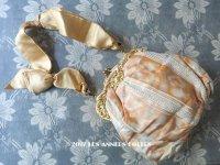 未使用 19世紀 アンティーク  シルク製 クリーミーオレンジ色のオモニエール  ロカイユ装飾