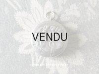 アンティーク シャトレーヌ シルバー製 菫の小さなパウダーケース