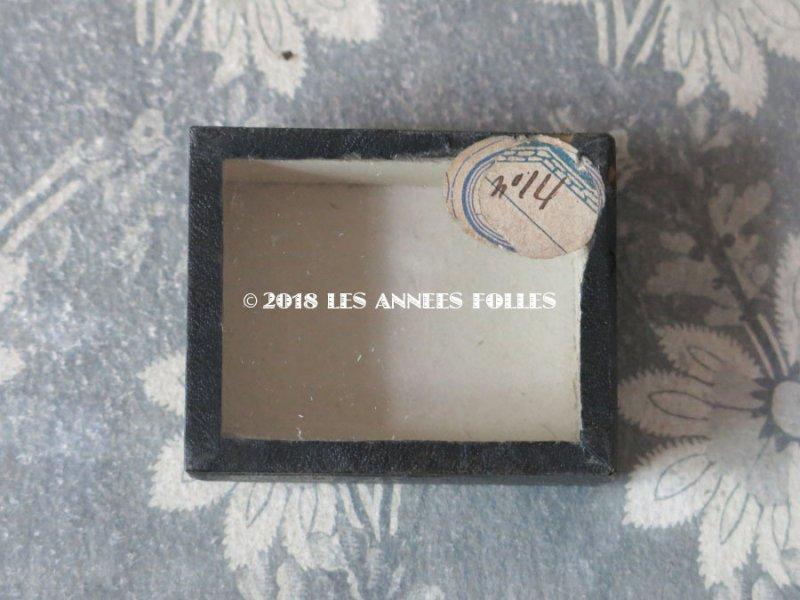 画像2: 19世紀 アンティーク 硝子の蓋の紙箱 ラベル付 ビーズ&ラインストーン