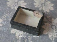 19世紀 アンティーク 硝子の蓋の紙箱 ラベル付 ビーズ&ラインストーン