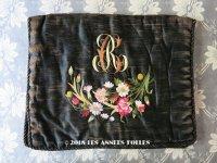 19世紀 アンティーク シルク製 ハンキーケース 黒 モノグラム&花刺繍 ハンカチ用ポシェット