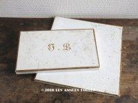 19世紀末 アンティーク 結婚式用ハンカチの紙箱 2点セット ゴールドの美しいモノグラム【 IE 】入り