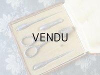 1930年代 アンティーク シルバー製 リボン柄のソーイングセット 裁縫道具