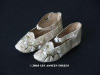18世紀 アンティーク  シルク製 ベビー用シューズ  白百合の刺繍入り