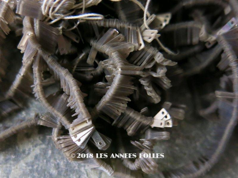 画像1: 1900年代 アンティーク ゼラチン製 スクエア型 極小 1.5×6mm スパンコール シルバー