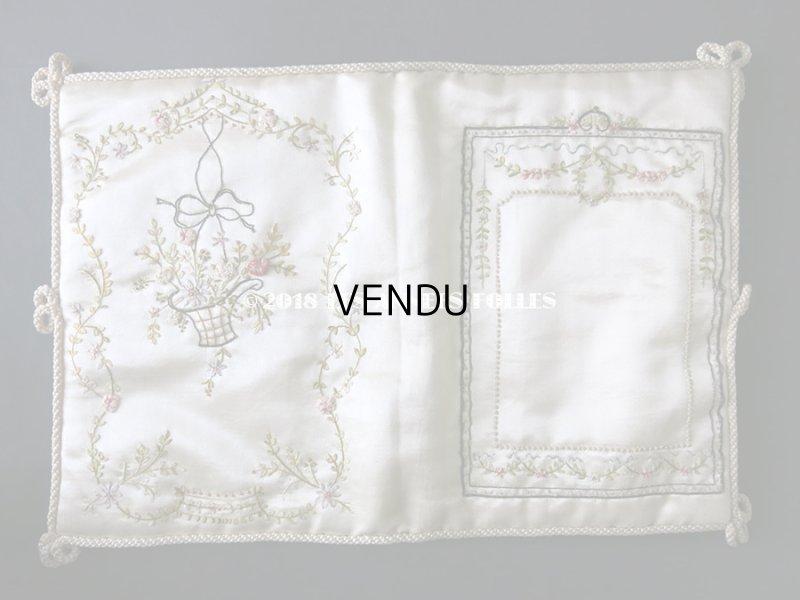 画像2: アンティーク シルク製 ハンキーケース 薔薇の花かご & ガーランド リボン刺繍  ハンカチ用ポシェット