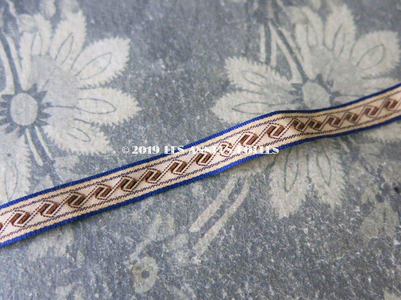 画像2: 19世紀 アンティーク リボン ダブルフェイス ブルーの縁取り&ブラウンの幾何学模様 1.7m 9mm幅
