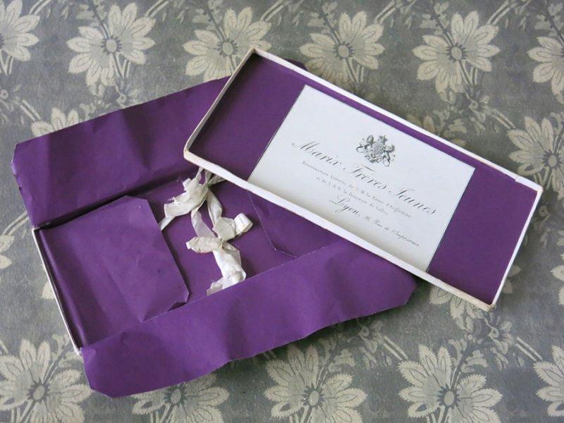 画像1: 19世紀末 アンティーク イギリス王室御用達 レースのアトリエの紙箱
