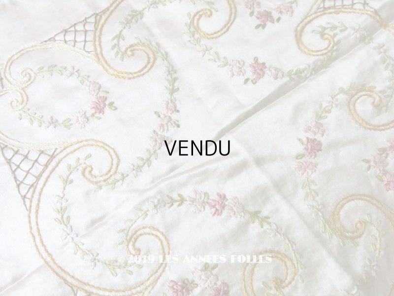 画像1: 【9周年セール対象外】 アンティーク リボン刺繍のパネル シルクサテンのファブリック