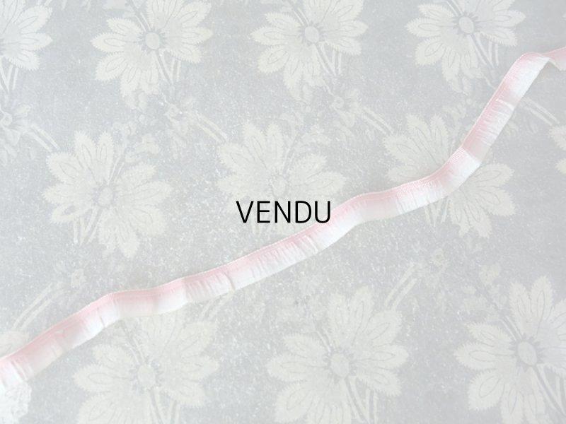 画像2: アンティーク   シルク製 ピンクのフリルリボン 金の縁取り 106cm