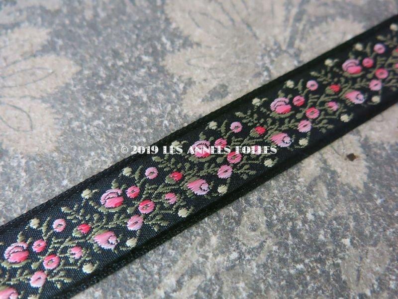 画像2: 未使用 19世紀 アンティーク シルク製 ジャガード織リボン 小さなピンクの薔薇模様 黒