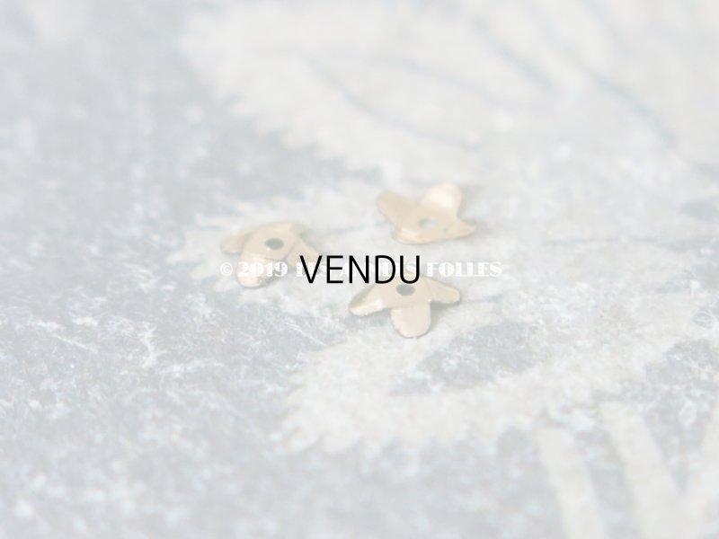 画像2: 19世紀末 アンティーク メタル製 極小 4mm 花型 立体 スパンコール シャンパンゴールド 50ピースのセット