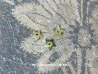 19世紀末 アンティーク メタル製 極小 5mm 星型 立体 スパンコール 淡い黄緑 50ピースのセット