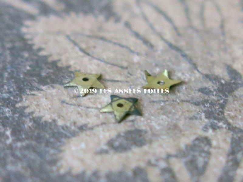 画像2: 19世紀末 アンティーク メタル製 極小 5mm 星型 立体 スパンコール 淡い黄緑 50ピースのセット
