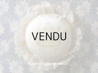 19世紀末 アンティーク ショコラトリーの王冠のピンクッション 花模様のレース - LOUIS MARQUIS SIRAUDIN SUCCESSEUR -