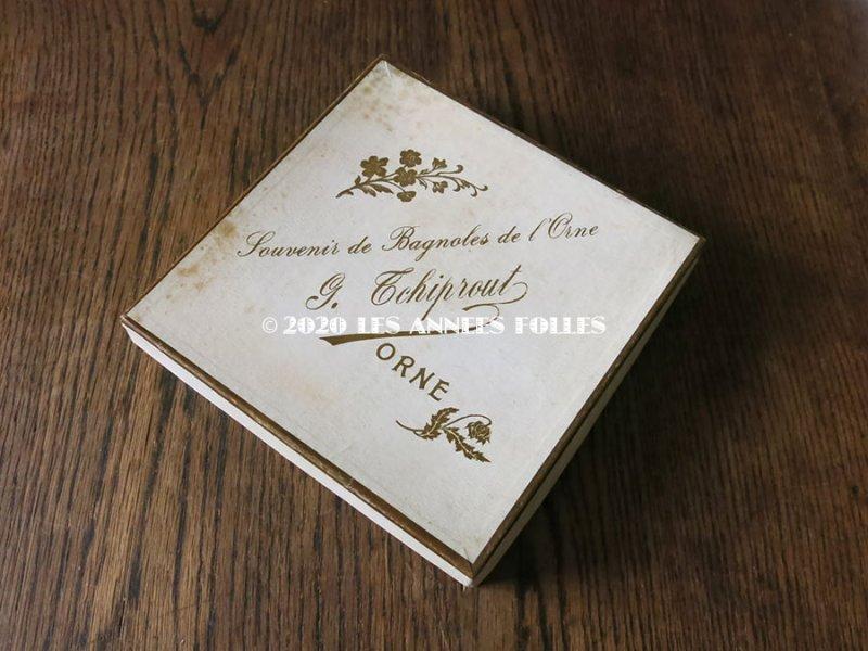 画像2: アンティーク 花模様 ハンカチ用 紙箱 SOUVENIR DE BAGNOLE DE L'ORNE