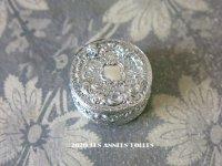 19世紀末 アンティーク シルバー製 付けぼくろの小さなケース ロカイユ装飾