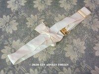 【10周年セール対象外】 アンティーク パウダーピンクのリボン シルク製 ゴールドの金具付き