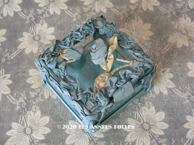 画像1: アンティーク ロココモチーフ付き リボンワークのジュエリーボックス スモーキーブルー ガラスケース