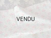 アンティーク 小さな薔薇模様のファブリック 薔薇のブーケ&水色のリボンのガーランド 78×158cm