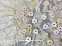 19世紀末 アンティーク メタル製 極小 3mm 花型 スパンコール 100ピースのセット シャンパンゴールド