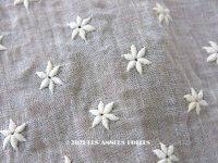 アンティーク  花の刺繍入り コットン生地 44×45cm