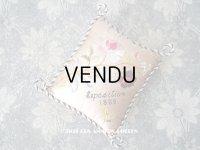 1889年 アンティーク パリ万博 シルク製 小さなクッション  薔薇と勿忘草のブーケ