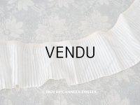 アンティーク 幅広 シルク製 オフホワイトのプリーツリボン 淡いピンクベージュの縁取り  7.7cm幅  100cm