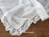 アンティーク ベビー用 ベッドカバー 手編みのレース&イニシャル刺繍入り 79×77cm