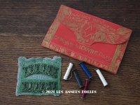 アンティーク *蚤の市セット* ルーブル百貨店のニードルケース & カギホック & 小さな糸巻きのセット