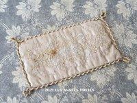 19世紀末 アンティーク  シルク製 サシェ 小さなクッション 香り袋 レース使いの刺繍入り