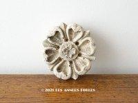 アンティーク 花のオーナメント リング付き 石灰岩