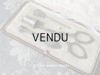 19世紀 アンティーク シルバー製 裁縫道具セット 薔薇のガーランド レザーケース付