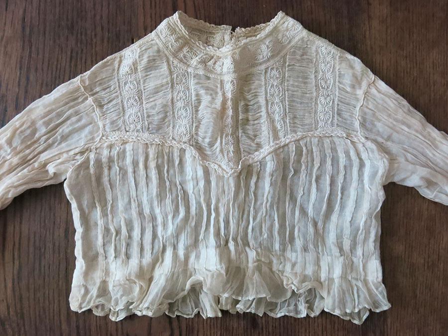 1900年代 アンティーク 手刺繍入り少女のブラウス : LES ANNEES FOLLES